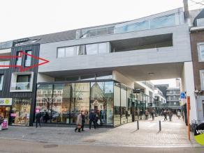 Dit prachtig penthouse is gelegen op de 2e verdieping van de nieuwbouwresidentie 'De Commanderie' in het centrum van Bilzen.  Via een glazen deur ge