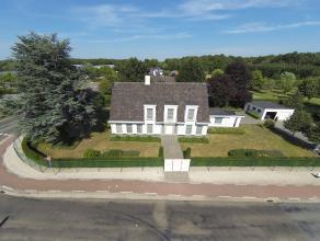 LUXE VILLA MET MOGELIJKHEID PRAKTIJK- / KANTOORRUIMTE  We vinden deze uitzonderlijke, gerenoveerde villa terug op een zeer centrale locatie te Opgla