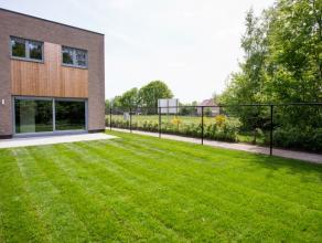 Ecologische woning (houtskeletbouw) met een tijdloos moderne architectuur gelegen in een rustige en groene omgeving!<br /> GB bestaande uit een inkomh