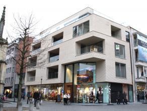 In het bruisende stadscentrum van Hasselt vinden we dit nieuwbouwappartement op een toplocatie met prachtig zicht op de Fruitmarkt en kathedraal!<br /