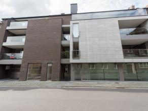 Pal in het centrum van Bilzen op de Kloosterstraat 18 vindt u dit instapklare nieuwbouwappartement met 2 slaapkamers, ondergrondse  autostaanplaats, k