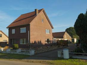 U Vindt deze ruime woning met paardenstallen op een ruim perceel van 36a70ca in het landelijke Dorne bij Maaseik.<br /> <br /> De woning is degelijk g