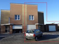 Knusse woning te koop op de Rozenlaan 8 te Alken.  Bij het betreden van de woning komt u onmiddellijk in de inkomhal terecht. Op het gelijkvloers he