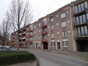Dit appartement is gelegen op wandelafstand van het centrum van Genk.  Het appartement heeft een ruime living met open keuken. Langs de keuken is er