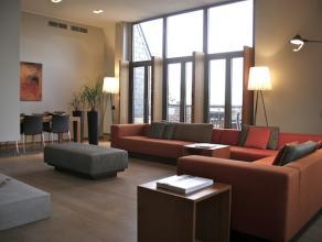 Midden in het stadscentrum van Hasselt, aan het gezellige Molenpoortplein, bevindt zich dit unieke en zeer luxueus ingerichte penthouse van 240m2 met