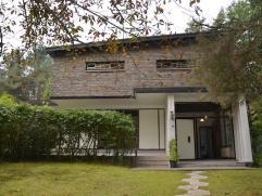 UNIEKE VILLA MET RUSTIGE LIGGING OP PERCEEL VAN 39A97CA  Deze villa is gelegen in een zeer bosrijke omgeving op de hoek van de Snoekstraat met de La