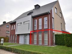 Instapklaar appartement gelegen op de gelijkvloerse verdieping van een kleinschalige residentie met slechts 4 appartementen.   Incl. garagebox en ru