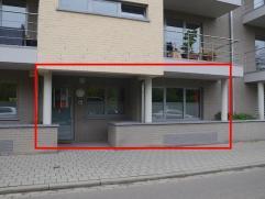 MOOI GELIJKVLOERS APPARTEMENT MET GROOT TERRAS EN AUTOSTAANPLAATS GELEGEN VLAKBIJ HET STADSCENTRUM!  Het appartement is gelegen op het gelijkvloers