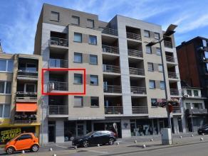 Instapklaar appartement gelegen op de 2de verdieping van de stijlvolle residentie Den Engel. Zeer centrale ligging in het stadscentrum van Genk. Energ