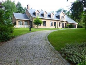 Statig landhuis met ruime, onderhoudsvriendelijke tuin. Mooi perceel van 28a57ca. <br /> <br /> Gezien de ruime bewoonbare oppervlakte (ca. 480m2) is