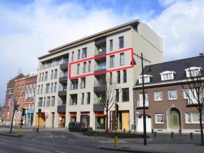 Luxueus afgewerkt appartement met 3 slaapkamers, 2 badkamers, 2 terrassen, autostaanplaats en kelderberging. Lift in het gebouw. <br /> <br /> Beschik