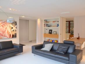 Modern en zeer stijlvol ingericht appartement gelegen in het stadscentrum, binnen de Kleine Ring van Hasselt. <br /> Ook geschikt voor combinatie met