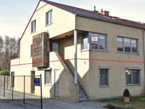 Dit duplex appartement bevindt zich op de Stokrooieweg nr 75, de verbindingsweg tussen Hasselt en Zolder. Gezien deze ligging is men op enkele minuten
