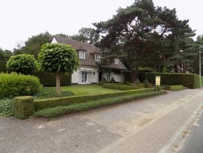 Mooie en stijlvolle villa met een prachtige tuin op 9 are 90 ca en een grondbreedte van 33,31 m. De aanpalende bouwgrond van 6 are 41 ca. heeft een br