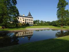 Luxueus en exclusief gerenoveerd kasteel Ommerstein met 2 poortgebouwen in parktuin van 13,5 ha. Het kasteel zelf is ingericht als zeer ruime woning m