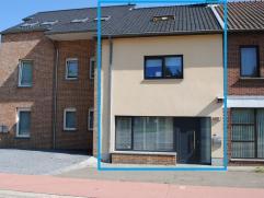 Mooie instapklare woning met recent aangelegde tuin op 1a69.   Indeling: Inkomhal - woonkamer met open geïnstalleerde keuken - wc - berging. 1s