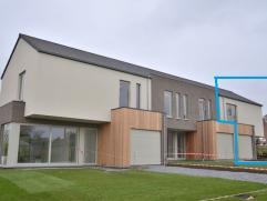 Energiezuinige nieuwbouwwoning HOB - Gelijkvloers : inkomhal met toilet  - living met open keuken - berging - garage - terras.  Verdieping : nachthal