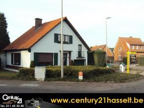 WONING EN BOUWGROND  (Adres en meer info via www.immoland.com) - Rustig gelegen bouwgrond EN woning met 4 slaapkamers - Woning: open bebouwing geleg