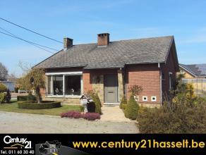 Perfect onderhouden woning met 3 slaapkamers en aangelegde tuin in residentiële omgeving. (Adres en meer info via www.immoland.com) - Woning met