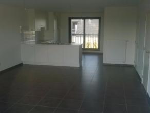 Zeer mooi en perfect afgewerkt nieuwbouw appartement met drie Slaapkamers, een ruime Living met open Keuken (volledig ingericht met Elektrisch Vuur, D