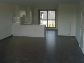 Zeer mooi en perfect afgewerkt nieuwbouw appartement met twee slaapkamers, een ruime woonkamer met open keuken (volledig ingericht met elektrisch vuur