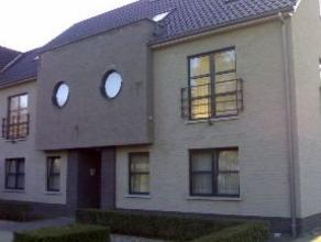 Gezellig appartement gelegen in een groene, rustige omgeving net buiten het centrum. Er is een ruime L-vormige woonkamer met inclusief volledig uitger