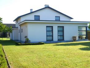 Volledig gerenoveerde (2005) eigentijdse, instapklare woning met 3 slaapkamers en grote vrijstaande garage op een volledig omheind perceel van 12a60ca