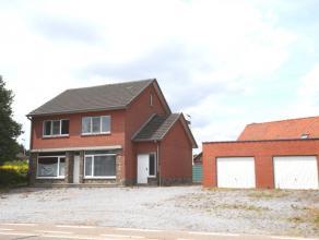 Ruime woning (166m2 NB0) met 3 slaapkamers op perceel van 04a 34ca.  Algemeen: De woning is gelegen langs een doorgaans weg en momenteel ingedeeld