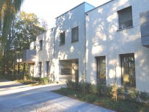 Ruim, nieuwbouw appartement met 2 slaapkamers, terras en bijhorende parkeerplaats.<br /> <br /> Indeling:<br /> - inkomhal met gastentoilet - ruime