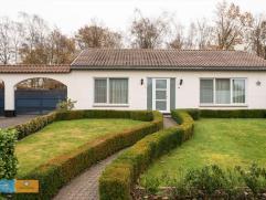 Instapklare bungalow met fraai aangelegde tuin In een mooie woonwijk te Houthalen-Helchteren in de Rozenstraat is deze prachtige gelijkvloerse woning