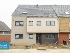 Bekijk de VIDEO van dit appartement op www.SWEVERS.be Net buiten het centrum van Bilzen, achter het station, wordt deze kleinschalige nieuwbouw gereal