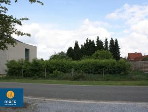 Deze bouwgrond gelegen in de Helmstraat, een zijstraat van de Zuidstraat te Beverlo. Deze bouwgrond is geschikt voor een open bebouwing en heeft een u