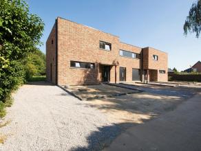 In het centrum van het rustige en lieflijke Laak (Houthalen-Helchteren) is dit mooie nieuwbouwproject gerealiseerd. Het betreft 3 geschakelde é