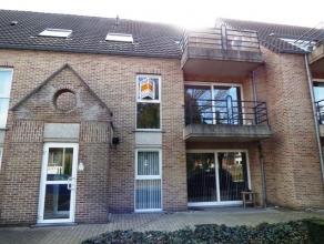 Het betreft een appartement op de eerste verdieping, gelegen op wandelafstand van het centrum van Heusden-Cité. Indeling: Inkomhal, living met