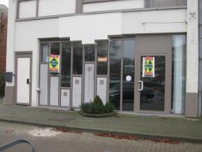 TE HUUR:<br /> - winkel - handelspand<br /> - 120 m2<br /> - gelegen in Zolder-centrum, aan het Heldenplein<br /> - enorme visibiliteit<br /> - beschi