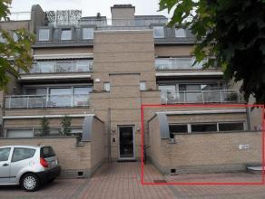 Ruim gelijkvloers appartement (135 m2), gelegen in Zolder-Centrum<br /> <br /> Indeling: Inkomhal, toilet en doucheruimte, drie slaapkamers, badkamer