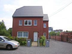 Volledig gerenoveerd en rustig gelegen duplex appartement te Heusden-Zolder. Oppervlakte 132m². Indeling: *gelijkvloers: private inkomhal met tra