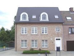 Recent en ruim appartement (140 m²), rustig gelegen te Hulst. Indeling: inkomhal, apart toilet, mooie woonkamer, ingerichte keuken met dampkap, k