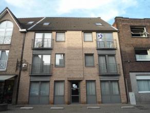 Recent duplex-appartement met mooie inrichting. Bestaande uit: *2e verdieping: inkomhal, gastentoilet, woonkamer, grote aparte keuken met dampkap, ele