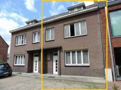 Centraal gelegen gezinswoning te Houthalen. Deze woning dateert van 1940 en heeft volgende indeling: inkomhal, woonkamer en salon, beperkte keuken, ba
