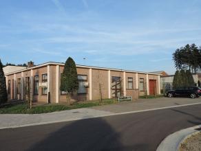 Ruim kantoorgebouw (2106 x 1506 = +/- 317m²) bestaande uit een centrale receptieruimte, wachtzaal met patio, diverse kantoorruimtes, burelen, arc
