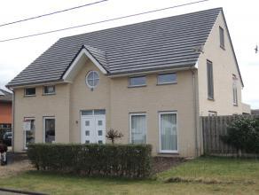 Omschrijving:  Ruime vrijstaande woning met overdekt terras en tuin op het zuiden. De woning is op loopafstand gelegen van de basisschool en NMBS st