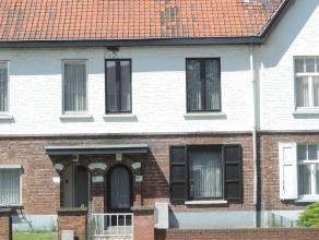Rijhuis, gelegen op een grond oppervlakte van 4 a 70 ca, dichtbij het centrum van Beringen. <br /> Indeling gelijkvloers: inkomhal, living met kachel,