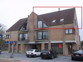 Dit appartement op de 2Â verdieping (rechts) is als volgt ingedeeld : inkomhal, woonkamer, geïnstalleerde keuken (spoelbak - fornuis - oven