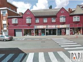 """Het pand is gelegen naast de muziekschool van Kapellen. Tegenover """"Vanden Borre"""" en """"Pizza Hut"""" en vlakbij het shopping center """"Promenade"""", """"Esprit"""","""