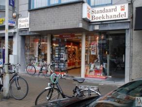 Dit handelsgelijkvloers is gelegen in het beste gedeelte van de Statielei - de belangrijkste winkelstraat van Mortsel - met volgende winkels in de onm