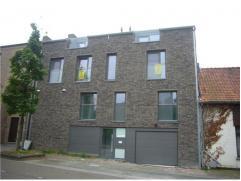 Nieuwbouw duplexappartement met 2 slaapkamers, terras, balkon, kelderberging en autostaanplaats. Ligging Het appartement is gelegen op de tweede en de