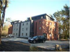 Ruim nieuwbouwappartement (111m2) in residentie Oude Hoeve met 2 slaapkamers, bureel, autostaanplaats, kelder en zuid-georiÃÂnteerd terra
