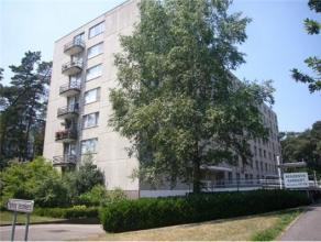 Ruim en gezellig appartement (112m2) met 2 slaapkamers, bureel, terras, garage,... Ligging Het appartement is gelegen op de tweede verdieping van resi