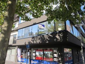 Appartement (ca. 67 m²) op de 1e verdieping met 2 slaapkamers gelegen in het centrum van Genk. VK: 50 EUR/mnd. Voorschot verwarming: 50 EUR/mnd.